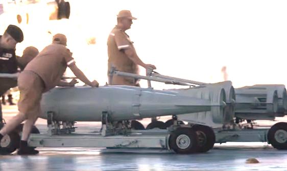 Bomben auf dem Flugdeck der Admiral Kusnetsov