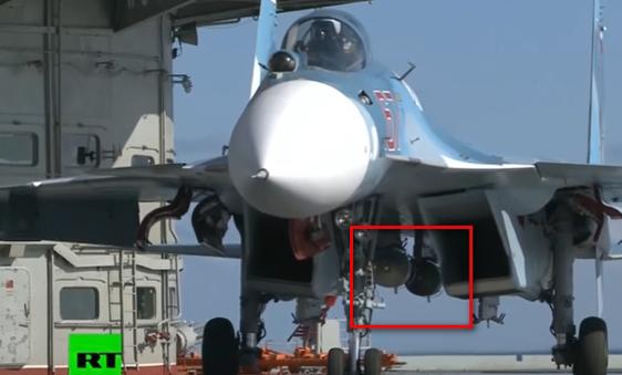 Su-33 mit zwei Bomben
